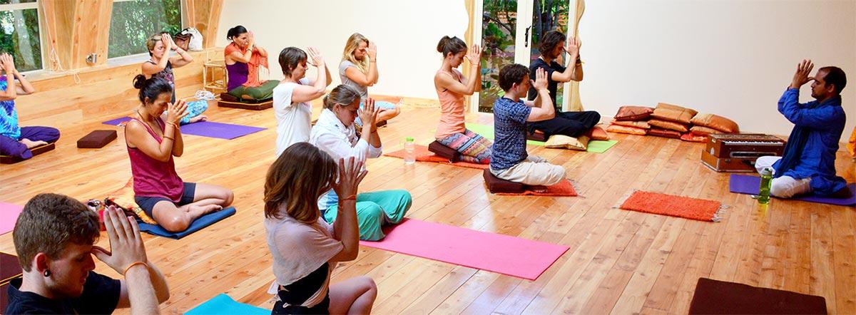 yoga-slidr