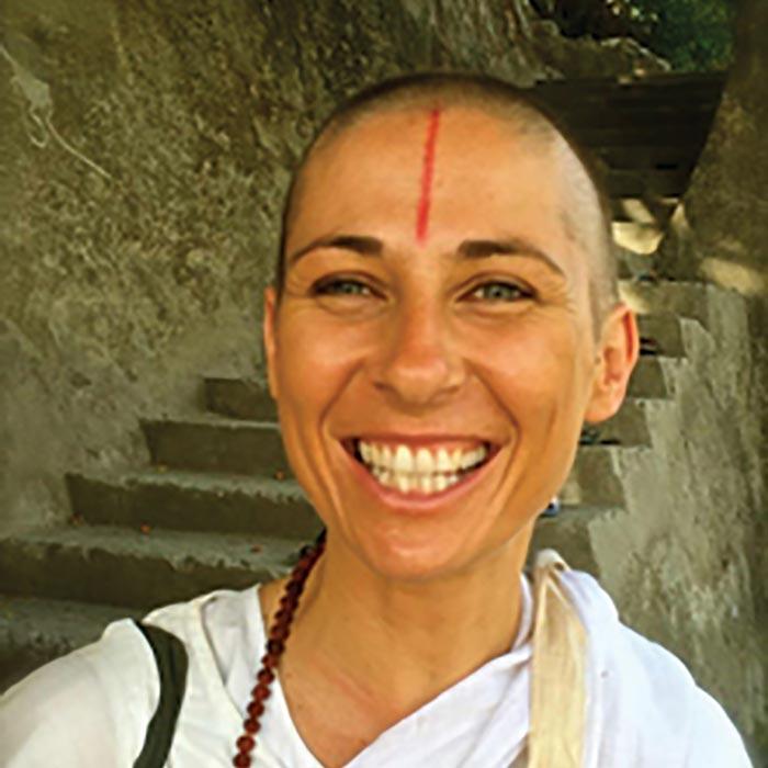 rakshakari-tilakasuta-yoga-teacher-kawai-purapura